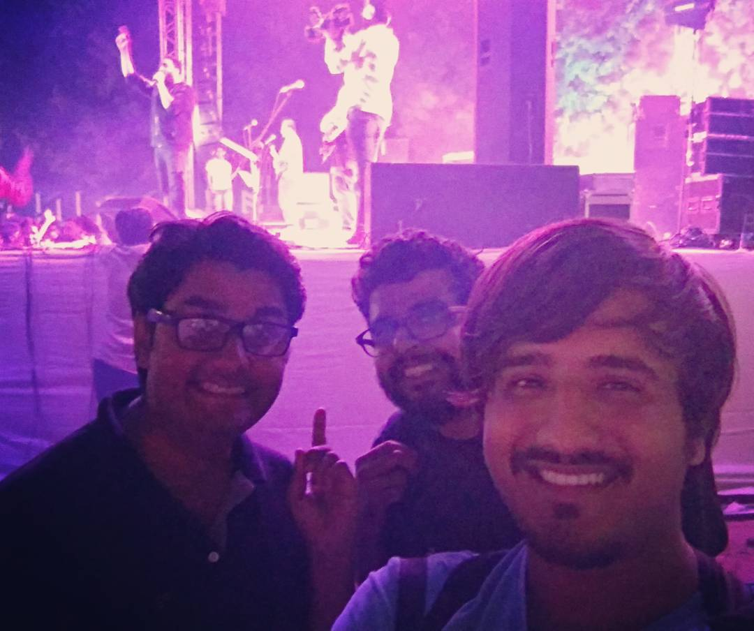 @ashkinglive busy singing. We busy clicking. @aarizsaiyed and @kuchbhimehta  #postshowselfie  @thecomedyfactoryindia and #AshKing nailed it.