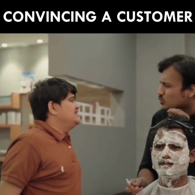 Praan jaaye parr Customer na jaaye.  @om_funnyguynextdoor @aarizsaiyed @thecomedyfactoryindia  #salon #funny #comedy #Customer #barber #barbershop #gujju #gujarati #cheating #con #sketch #acting #actor #onelife #friends #brothers