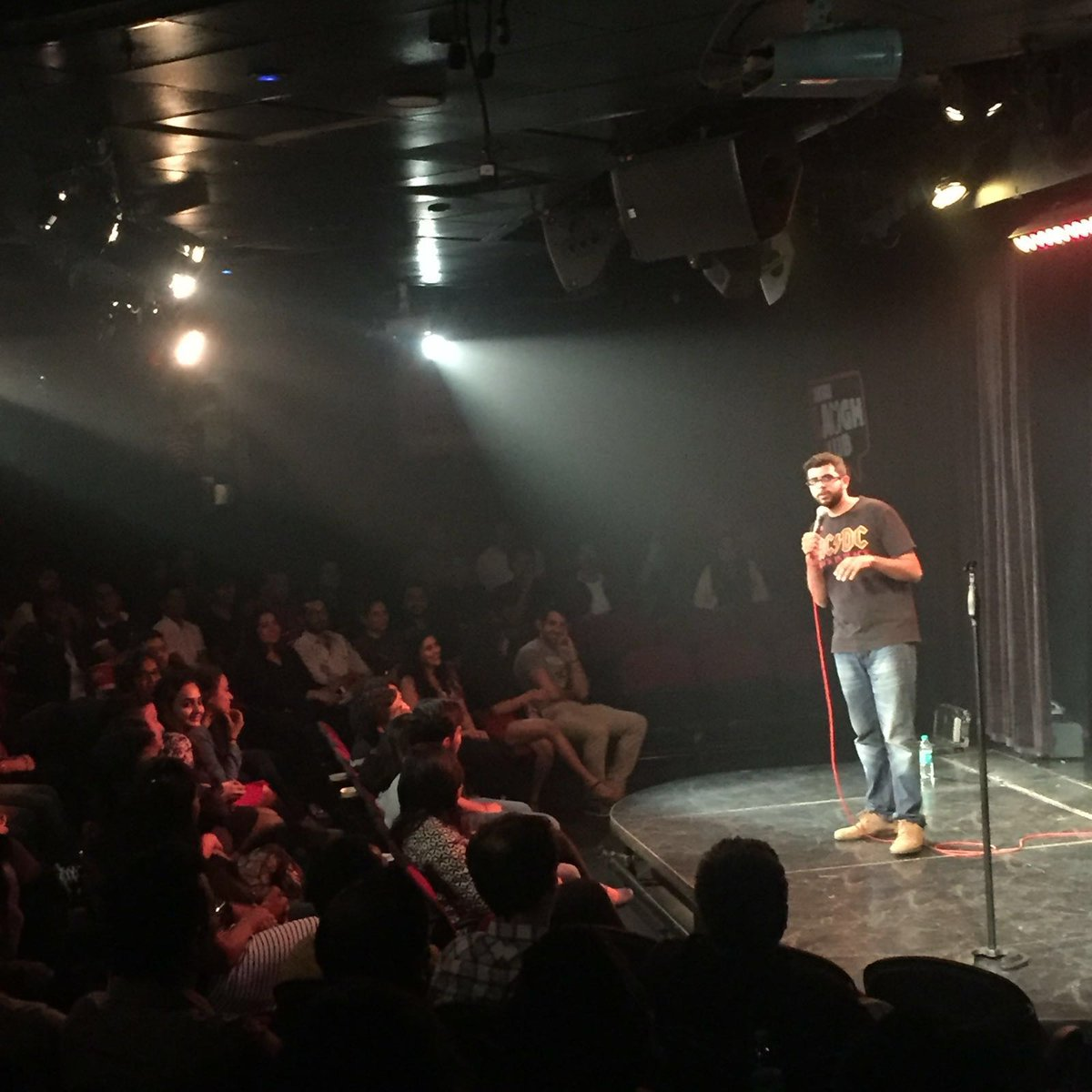 RT @canvaslaughclub: First act of the night by @KuchBhiMehta  *round of applause* https://t.co/euoQTiscyE